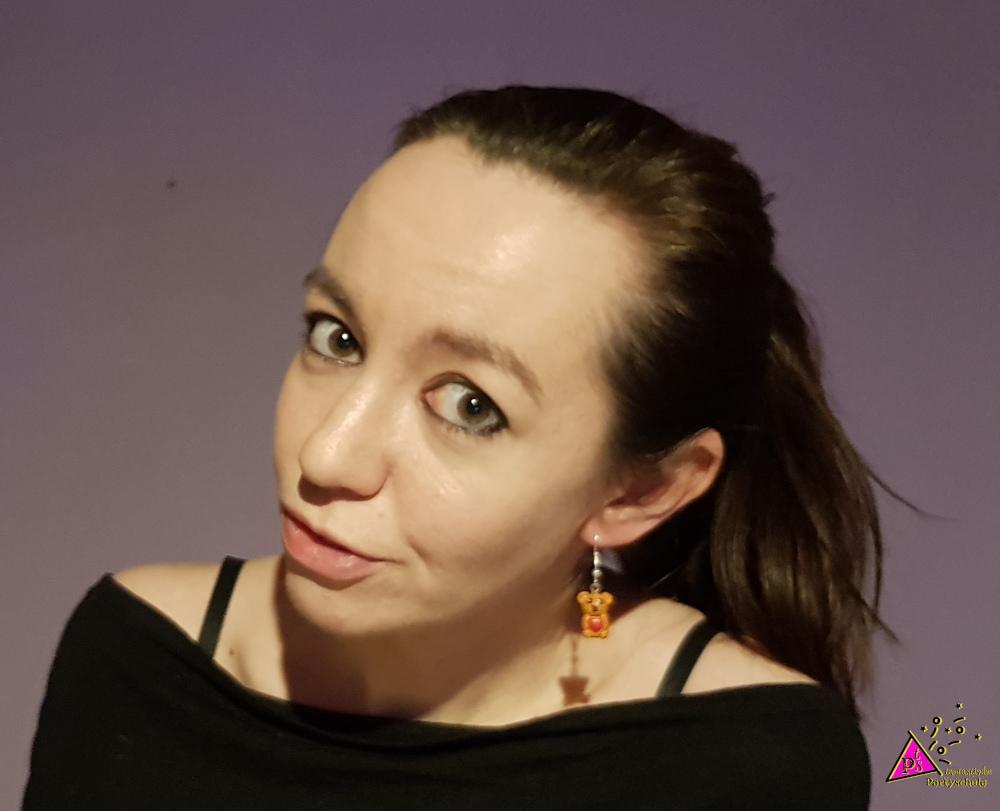 lächelnde-Tamara-mit-Bärenohrringen
